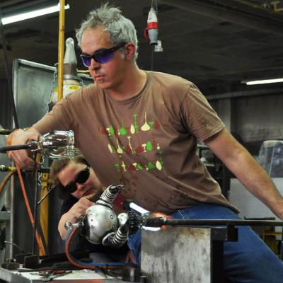 working-images-rik-allen-glass-metal-artist